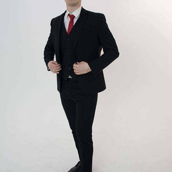 Черный костюм-тройка «Classic»