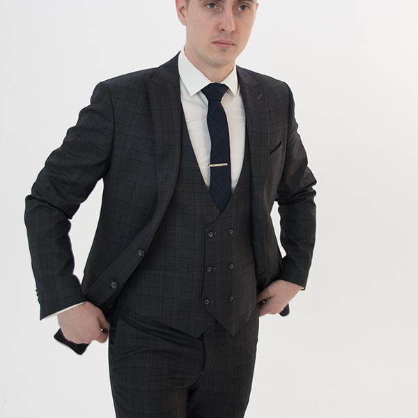 Серый костюм-тройка в клетку «Belfor»