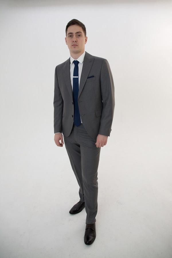 Серый костюм-тройка в клетку «Toni»