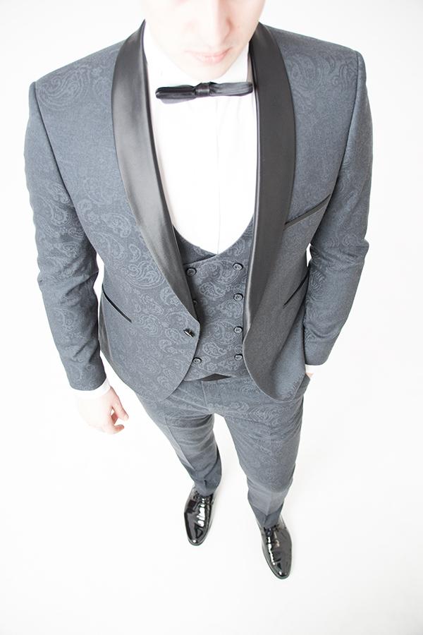 Серый смокинг-тройка «Eleganto»