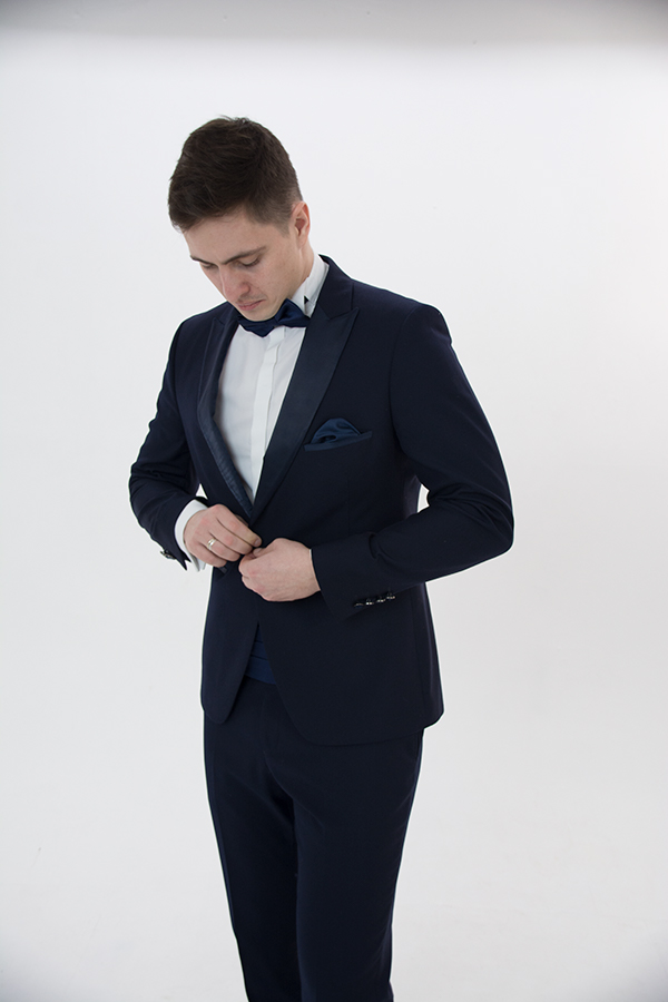 Синий смокинг «Eleganto» острый лацкан